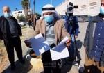 الفلسطيني عودة حمايل يشهر كواشين أرضه في وجه بومبيو