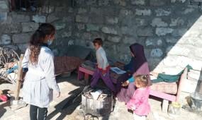 الفقر يجلد غزة.. وأكتاف النساء يُلهبُها السوط